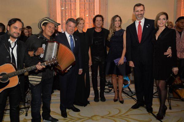 los reyes de España el presidente santos Bailaron a ritmo de vallenato con Carlos Vives
