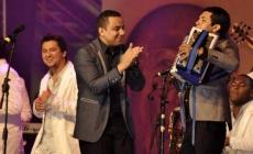 Descarga los éxitos de Felipe Pelaez en vivo