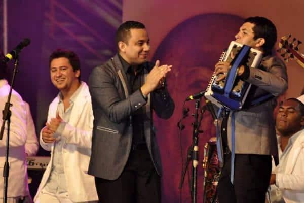 Felipe Pelaez y Julian Rojas en vivo