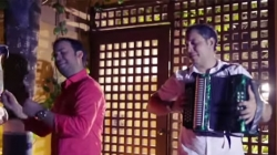El DÚO PERFECTO IVAN DAVID VILLAZON Y EL MONO COTES LANZARON EL VIDEOCLIP  'UN BESITO'