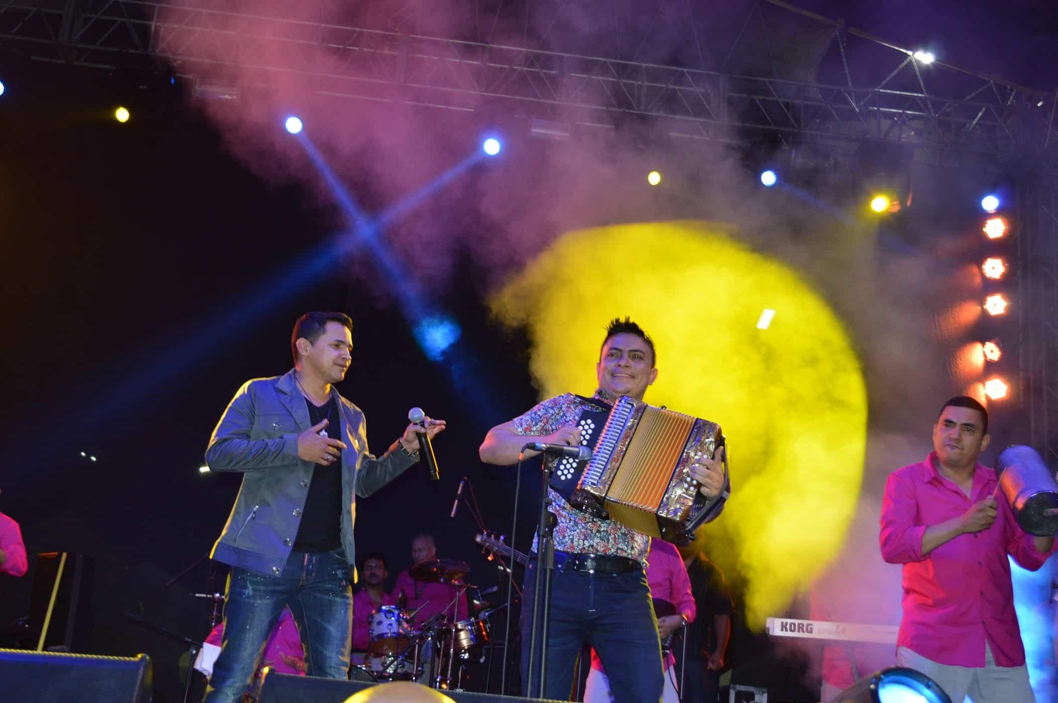 Jorge Celedón y Gustavo García le cantan a la Virgen del Carmen