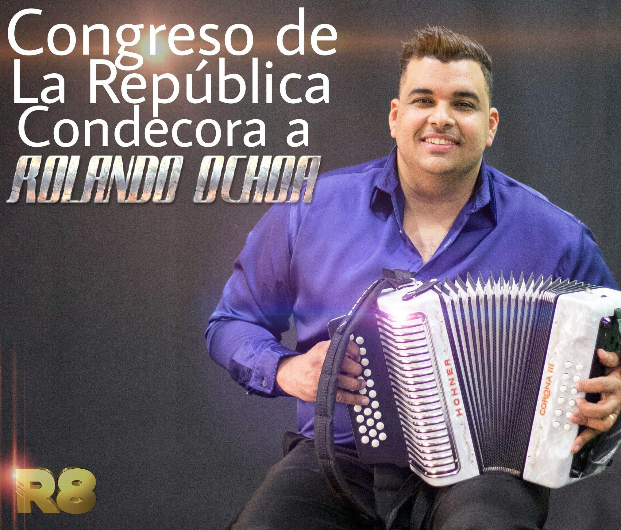 Congreso de la republica condecora a Rolando Ochoa