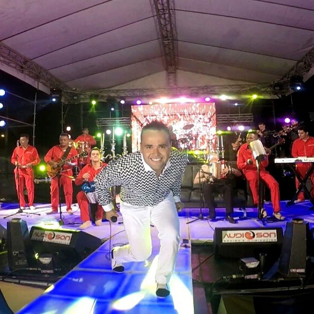 Ciro Quiñónez presenta 'Mágico' el DVD en vivo con sus grandes éxitos