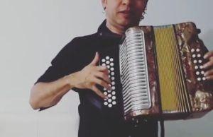 El coronel Franco Arguelles participa en tres canciones en el álbum 'Homenaje a los Grandes' con el Gran Martín Elías en Valledupar