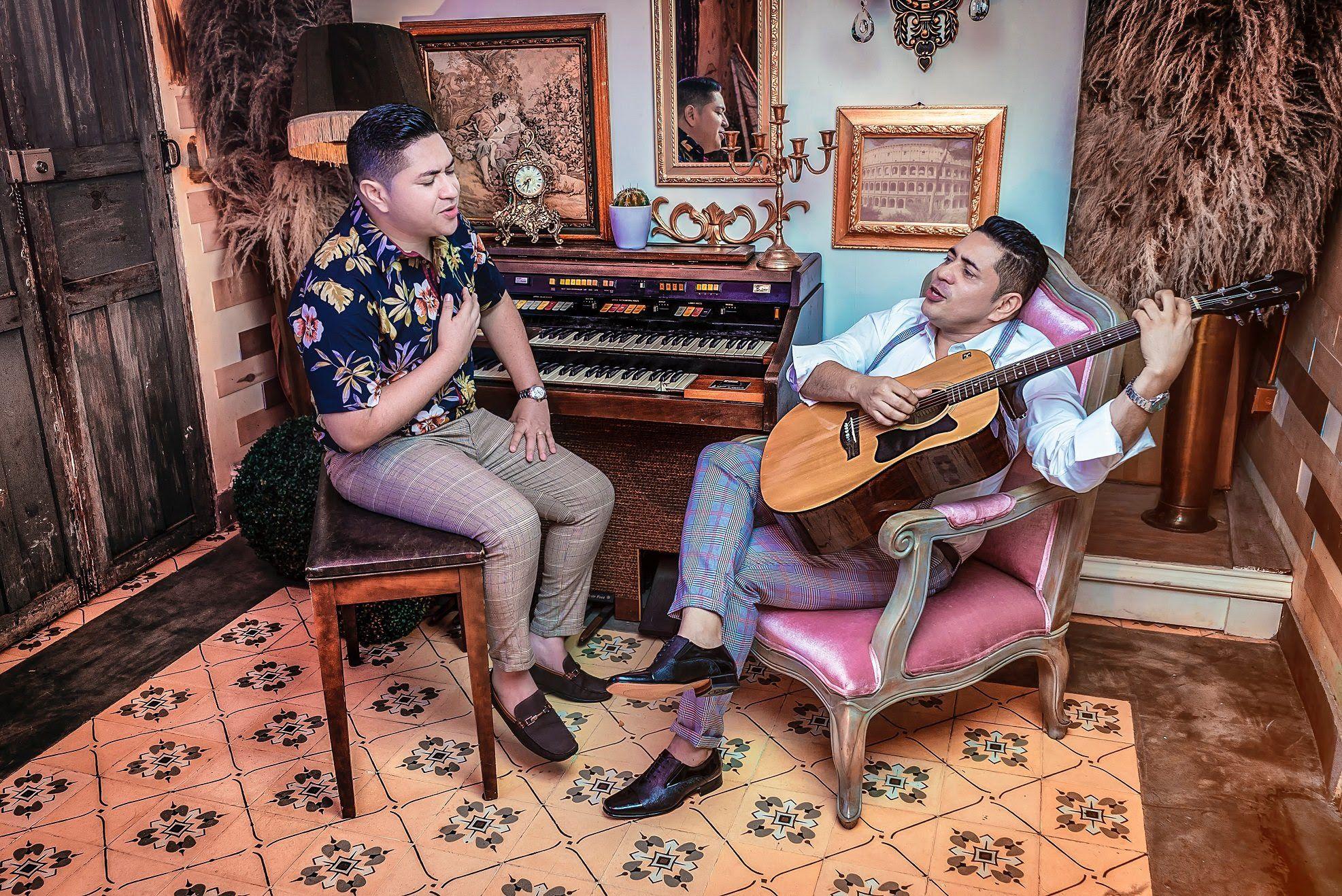 De antaño Roland y Cesar Valbuena